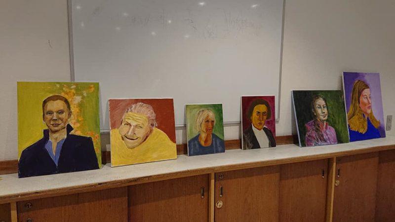 Portræt workshop til kunstgruppe med portrætmaler Xenia Michaelsen.